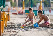 La nostra Spiaggia / La spiaggia privata, situata proprio di fronte all'albergo, è a disposizione dei soli clienti dell' Hotel, e pertanto garantisce tranquillità ed un certo spazio vitale.