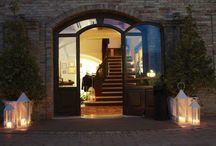 Villa I Tramonti / Situato in provincia di Rimini nel verde delle colline di Saludecio, l'agriturismo Villa i Tramonti è la location ideale per trascorrere momenti indimenticabili e festeggiare eventi speciali.