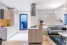 Apartament cu 3 camere HIGH LIVING amenajat de igloo architecture / High Living este un concept potrivit apartamentelor noi situate la ultimele etaje ale blocurilor din THE PARK. Răspunde nevoii de a locui într-un spațiu generos și bine compartimentat, cu panoramă asupra Parcului Tineretului sau Rezervației Văcărești și cu acces la terase de până la 70 mp pe care poți petrece timp de calitate cu familia ta sau poți organiza petreceri și întâlniri de weekend cu prietenii.