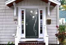 Металлические двери с ковкой.