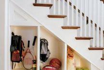 Úložný prostor pod schodištěm