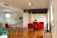 Happy People Maragall Apartment - Barcelona / Apartment recently renovated which offers every facility you may need for a Happy stay. Elegantly and harmoniously decorated, the apartment has 4 bedrooms and 3 bathrooms (linen and towels included).  The living room is very large with comfortable furniture, a flat screen TV, a dining area, a big desk and a nice terrace facing Paseo Maragall street. The kitchen is fully equipped. Moreover, you can enjoy an amazing garden with swimming-pool and tennis courts.  You will love this apartment!