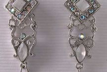 Jewelry > Fashion Earrings / Fashion Earrings