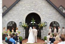 Keenland {Wedding Row Kentucky preferred vendor} / A setting that's almost as beautiful as the bride. Make your special day even more memorable when you're surrounded by the natural beauty of Keeneland. With rolling hills of Bluegrass, panoramic views of the racetrack and the historic charm of Keene Place, there's nothing else like it.
