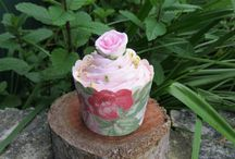 Cupcake Ideas / Ways to decorate your cupcakes with cute toppers and stylish wrappers