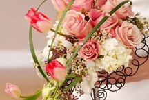 Bride Bouquet / Any bride's best accesory.  You have to choose your flower bouquet regardless the season, social restrictions, mother / mother-in-law, groom etc. 's opionion about those flowers. They have to fully represent you. Moreover, this is the only item and detail in a wedding where we suggest not to have restrictions on the budget either. In order to keep your whole budget in control, you have us - your wedding consultants - Creatorii de Nunti.