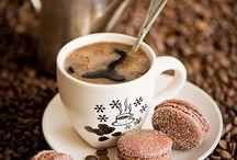 Coffee-Time / Er bringt uns oftmals durch dein Tag und ist für den ein oder anderen geradezu überlebensnotwenig. Um wen geht es? Den Kaffee natürlich! Hier gibt es ein paar besonders schöne Kreationen zu bestaunen...