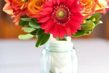 Fall Centerpieces / Gorgeous fall centerpieces using natural elements and many using fresh fall flowers as well.