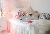 Bedroom design / Furniture and decorative ideas specifically for the bedroom. These pictures feature crafty DIY projects that show you how to redesign your bedroom with DIY projects, a handmade headboard for example, and ideas pages to give you inspirational wall art solutions.