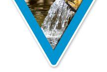 Gewässerschutz Schilder / Beschilderung rund um den Gewässerschutz. Hier finden Sie diverse Schilder zum Gewässerschutz und weitere themenverwandte Kennzeichnungen – z.B.  für Fischschonbezirke und Feuchtbiotope, aber auch Hinweise zur unerwünschten Fütterung von Fischen und Wasservögeln, die Tieren und Pflanzen schadet.