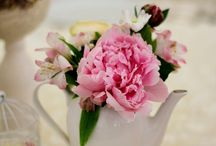 Wedding flowers arrangements / We love weddings - they are full of love, kindness and flowers!