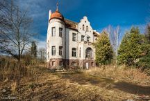 Jaskulin - Pałac / Pałacyk myśliwski Hochbergów powstał około 1785 roku. Już przed pierwszą wojną pałac należał do rodziny von Romberg z Berlina. W rękach rodziny von Romberg pałac i dobra pozostawały do końca II wojny światowej. W czasie wojny właściciel wyjechał do Szwajcarii (sprzeciwiał się polityce hitlerowskiej). W Jaskulinie pozostały żona i córka, które w roku 1945 zginęły z rąk Rosjan. Po wojnie w 1948 roku stworzono tu placówkę prewentorium dla dzieci zagrożonych gruźlicą. Obecnie w rękach prywatnych.