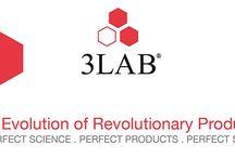 3LAB / 3Lab steht für höchst effektvolle Produkte, die aufgrund ihrer hohen Wirkpotenzen als Cosmeceuticals bezeichnet werden. Hinter 3LAB stehen das Ehepaar Erica Y. und David Chung, mit einem Team aus führenden Dermatologen und Wissenschaftlern. Gemeinsam haben sie sich vorgenommen, die perfekte Anti-Aging-Pflege zu entwickeln, erstklassiges, wissenschaftliches Know-How mit höchstpotenzierten innovativen Inhaltsstoffen zu kombinieren.