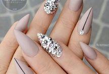 Матовый ногтей