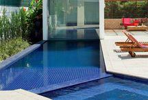 Espaços com piscina