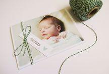 DIY labelkaartjes geboorte / De geboorte van jullie kindje is een bijzondere ervaring. Het is daarom belangrijk dat jullie ook een bijzondere geboortekaartje hebben. Wij hebben iets speciaal voor jou in petto, maar met één voorwaarde dat je creatief bent. Sinds kort verkopen wij labelkaartjes. Er zijn verschillende soorten labels, namelijk met teksten, datum en foto's. Dit is een extra kaartje voor aan je geboortekaartje. Je moet deze nog wel zelf knippen en vastmaken met een touwtje.