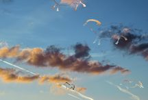Nuagerie / « Une suite d'images construites en prenant le nuage, les nuées comme vecteur de créativité plastique. Thème baudelairien, impressionniste ou chinois, le nuage toujours changeant jamais le même est un élément essentiel dans le ciel de Bourgogne (et pas seulement) qu'il traverse d'ouest en est chaque jour. »