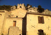 Village de Seguret - Vaucluse - Provence / Village construit sur le flanc d'une colline rocheuse considère comme l'un des plus beaux de France