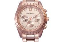 MARK MADDOX HORLOGES / Het nieuwe horlogemerk Mark Maddox is in een korte periode enorm populair geworden. Dit horlogemerk staat voor kwaliteit en levert interessante modellen voor een betaalbare prijs. Doet u graag mee met de laatste modetrends, dan is een horloge van Mark Maddox een aanwinst voor u! De dameshorloge bestaan o.a. uit animal prints, zoals een schildpad, en zijn verkrijgbaar in goud, roségoud, slim wit en zilveren afwerkingen.