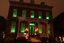 Halloween decorating / Get ready for trick-or-treating by dressing up your house!