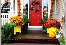 Autumn Decorating Ideas / Fall is one of our favorite holidays for autumn porch decorating: pumpkins, mums, oranges, browns...it's all good. Take a look at our autumn decorating ideas for fall! #autumndecoratingideas #autumnporchdecorating #falldecoratingideas