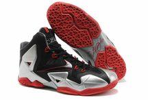 """Nike Lebron 11 / Nike, Lebron James'ten ilham alıp yarattığı Lebron serisinden """"Lebron 11"""" ile karşımızda. Dinamik Flywire kordonlar her adım, koşu ve hücumda kenetlenerek ayağa uyum sağlar. Nike Zoom ve Lunarlon teknolojisi sayesinde zemini hisset. Oyunda en hızlı sen ol!  http://goo.gl/YctiwB"""