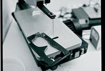 Hecho a mano en Berlín / En el local del taller MYKITA en Berlín ha sido el suministro de lentes hechos a mano para el segmento de gama alta desde 2003. Todo, desde el diseño hasta la producción y la comercialización se realiza bajo el mismo techo - en el HAUS MYKITA, en el corazón de Berlín.