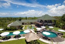 ACCOMMODATION  in Bali / Bali is perfect for backpackers and for super luxury holiday seekers looking for a private villa with cook, driver and spectacular views. The amount of choices at hand can be quite overwhelming. You might look for one of the best surfing experience Indonesia has to offer. Or you seek a relaxing, luxurious time out.