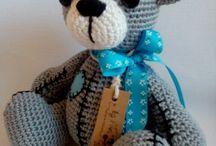 Háčkované hračky - moja práca / Na tejto nástenke nájdete všetky moje hračky - resp. háčkovné hračky, ktoré ponúkam aj na predaj: http://www.sashe.sk/handmade?od=najpacivejsich-rok&hladat=banditorka