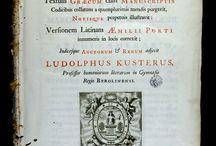Suidas (Lexicògraf). Suidae Lexicon, Graece & Latine. Cantabrigiae... / Enciclopèdia bizantina del segle desè, en alguns casos atribuïda a l'autor Suidas, encara que probablement escrita per diversos erudits. Es tracta d'un lèxic enciclopèdic , escrit en grec, amb 30.000 entrades. El podem definir entre un diccionari gramatical i una enciclopèdia en el sentit modern.