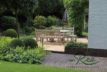 Klassieke tuin / Klassieke tuin in een bosrijke omgeving