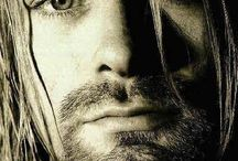 KURT DONALD COBAIN / ( Aberdeen , February 20, 1967 - Seattle , April 5, 1994 ) was a singer-songwriter , guitarist and American painter , frontman of grunge band Nirvana .   When my body will become ashes , the wind will be my freedom ...