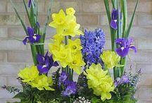 jardiniere cu flori