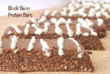 Black Bean Protein Bars / Vegan, gluten-free, sugar-free, oil-free, nut-free and soy-free. These bars are ideal as a post-workout snack. They respect the recommended 5:1 carbs:protein ratio.