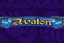 Avalon / I segreti e le ricchezze di Re Artù sono davvero leggendari! Vieni a scoprirli sulla slot machine Avalon, nell'atmosfera mistica e magica che l'avvolge. Ti basta trovare 3 o più simboli Signora del lago per ricevere giri gratuiti con un moltiplicatore fino a x7.