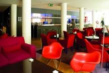 """Espacios Hotel de las Letras / - Ático: El Ático de las Letras se puede privatizar para celebraciones y reuniones de trabajo  """"Si el tiempo lo permite"""". - BOCABLO: BOCABLO es un escaparate a la vida. Cualquier celebración, presentación o reunión en BOCABLO siempre es diferente y única. - Lounge: el Lounge Bar ofrece diferente propuestas para desayunar, merendar o comer a cualquier hora del día. Su carta, Minúsculas, es una manera de probar la gastronomía De las Letras. / by Hotel De las Letras (Madrid)"""