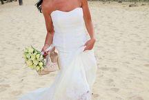Mariage pieds dans le sable / Simona et Karel voulaient un mariage les pieds dans le sable. C'est donc très logiquement qu'ils ont choisi l'île Maurice pour célébrer leur union. La plage de l'hôtel Dinarobin au Morne est tout simplement magnifique et idéale pour un mariage les pieds dans le sable. La séance photo s'est passée dans la bonne humeur. Tous les ingrédients étaient réunis pour un mariage les pieds dans le sable totalement réussi.  #piedsdanslesable #mariage #ilemaurice #photographemariage