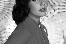 ELIZABETH TAYLOR BEATIFUL