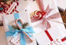 envolviendo los regalos.