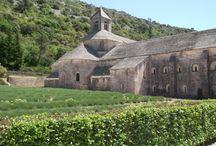 記憶の修道院 / 小さな頃、夢で見ていた風景を探しています。 修道院だったらしいところは分かったのですが、 何処の場所か全く分かりません。 似た感じの場所を探しています。
