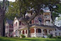 VICTORIAN HOUSES / by Phyllis Closser