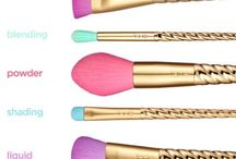 Makeup brushes / tools
