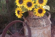 Sunflower Wedding Inspiration / For my girl, Toni.  A sunflower design is coming your way!