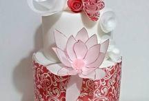 Red/Burgundy Wedding Cakes / All shades / by Melanie Wormald