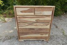 Kolekcja Kolor do Wyboru / Komoda wykonana z drewna palisandru.  Na Państwa życzenie pomalujemy komodę na wybrany kolor.