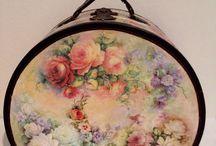 L'eleganza e la raffinatezza dei fiori / Non serve essere grandi artiste per realizzare eleganti oggetti a Decoupage.... bastano delle belle carte con dei fiori e un pochino di colla e....LA RAFFINATEZZA DEI FIORI PRENDE VITA!!!