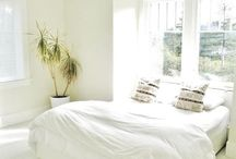 intérieur minimaliste / Libérer l'espace dans son logis, c'est utile, beau, agréable pour se détente.