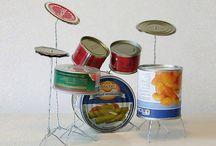 Instrumentos musicais em matérias recicláveis