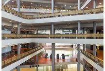 Niagara / Niagara rymmer moderna lokaler för forskning och utbildning och utgör en mötesplats för studenter, lärare och högskolans samarbetspartners. Byggnaden utgör en vital plats där stad och högskola möts och dynamik skapas. Byggnaden förstärker högskolans plats mitt i staden och som en del av staden. Arkitekter: Lundgaard & Tranberg