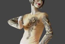 Abbigliamento / Maglie tattoo, costumi, boa per feste, magliette fluo, magliette e guanti luminosi, cinte e tanto altro...